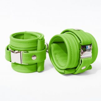 One Size Wrist Restraint Set - Standard Leather - Green - Silver Metal Fittings